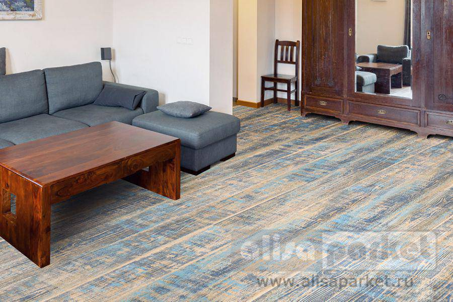 Фото паркетной доски Corkstyle Wood Plus Color Aquamarine в интерьере