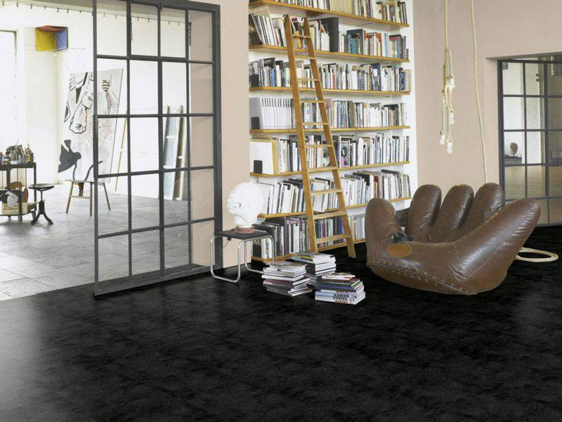 Фото ламината Parador TrendTime 4 Painted black в интерьере
